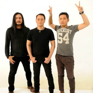 Lirik Lagu Andra and The Backbone - Main Hati